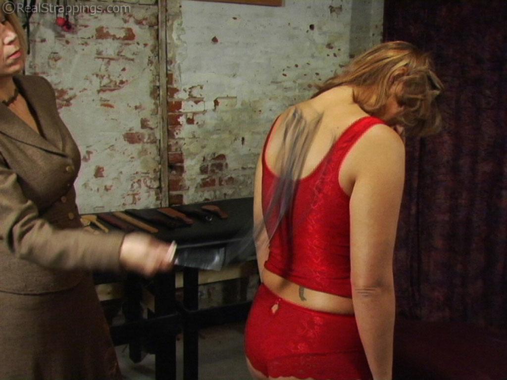 порно фото фото лесбийское наказание рабыни между ног